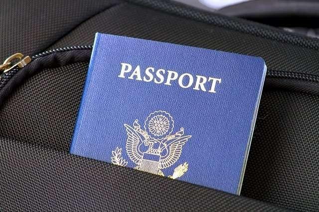 אסור לשים דרכון במזוודה או בתיק