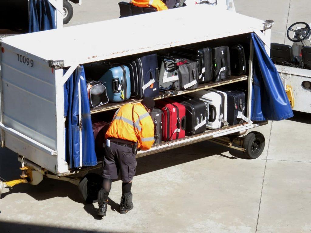 שימוע מזוודות בשדה התעופה