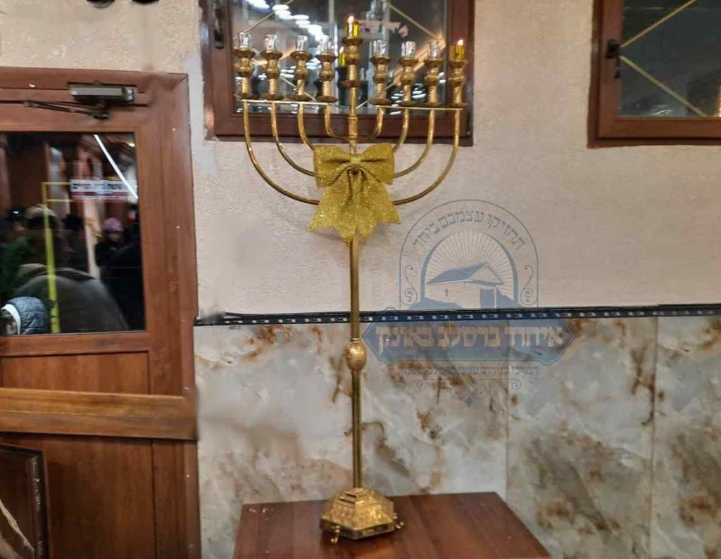 מנורה מפוארת וגדולה בציון רבנו באומן