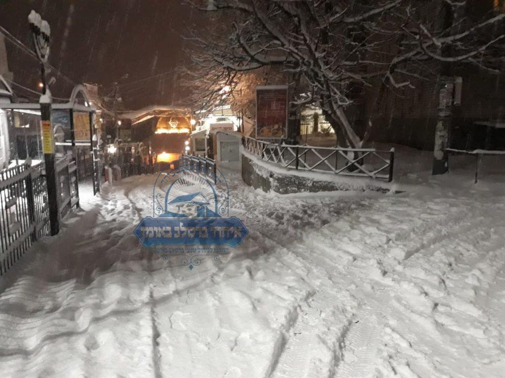 נסיעה בחורף באומן - שלג ברחוב הסמוך לציון