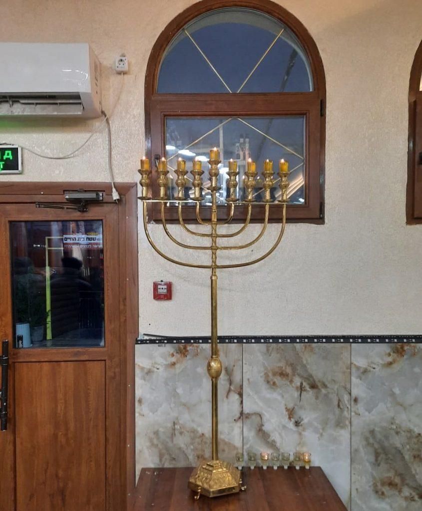 נר שמיני של חנוכה במנורה החדשה בציון רבינו נחמן מברסלב באומן