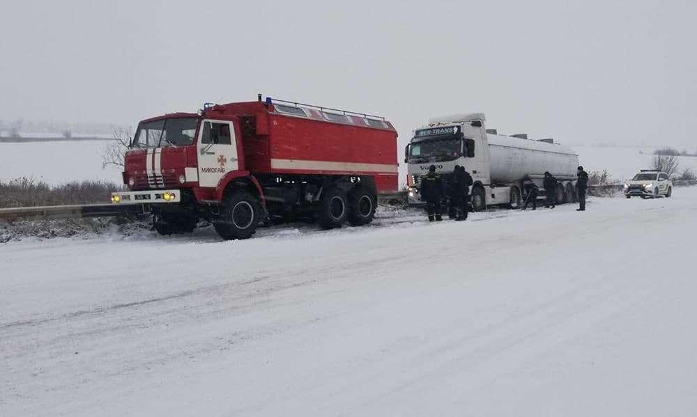מזג האוויר באוקראינה סוער - כוחות החילוץ מסייעים לאזרחים שנתקעו בעקבות מזג האוויר