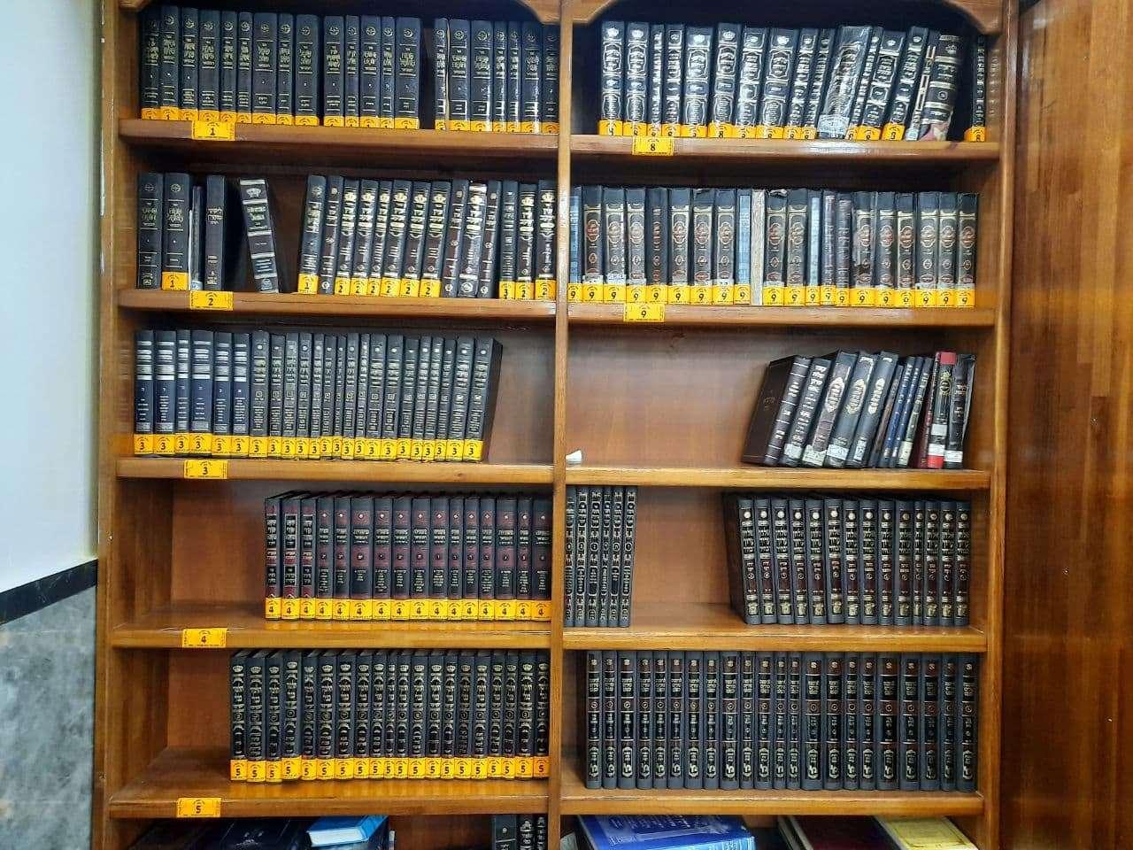 אוצר הספרים בהיכל הכהנים בקבר רבי נחמן מברסלב באומן