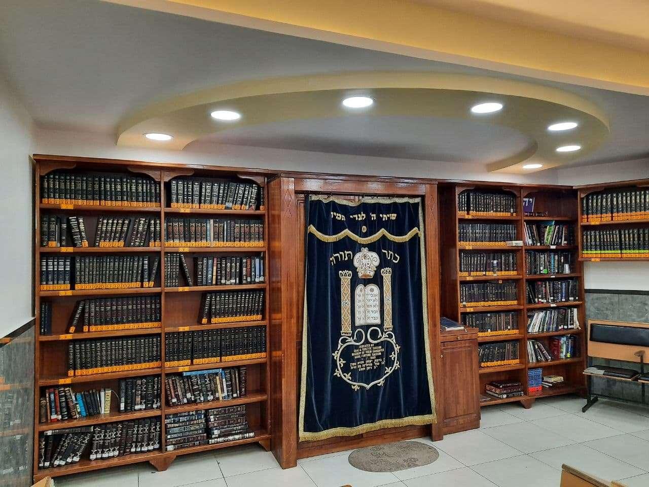 אוצר הספרים בהיכל הכהנים בציון רבי נחמן מברסלב באומן