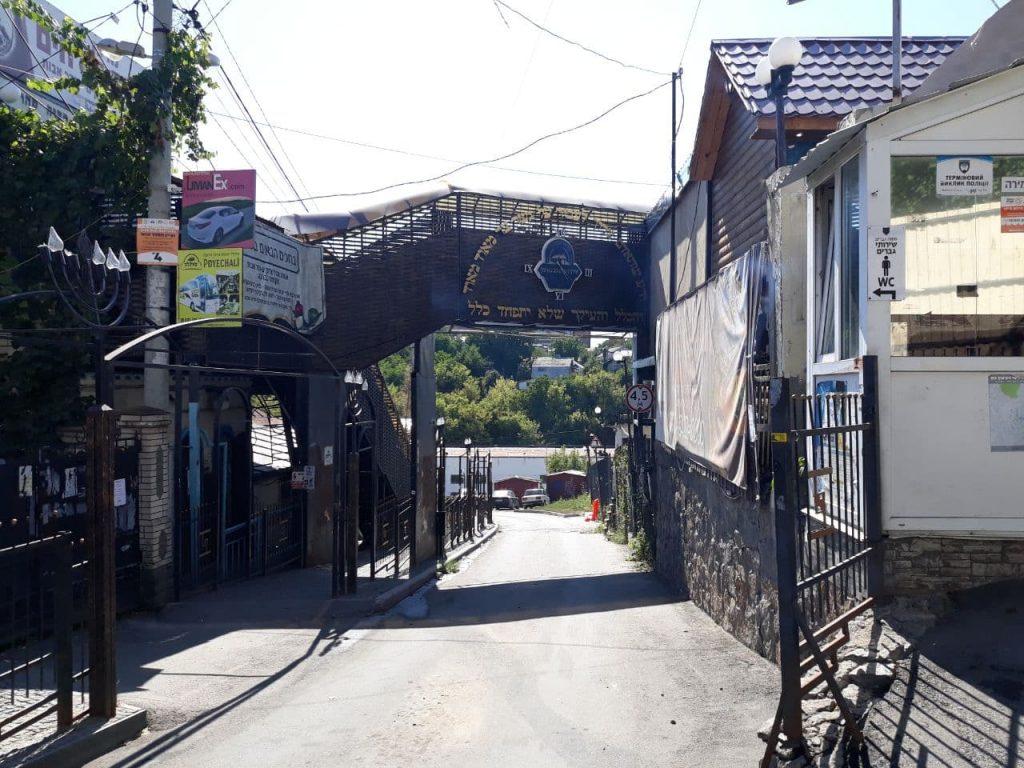 גשר הכהנים בכניסה לציון רבי נחמן מברסלב באומן