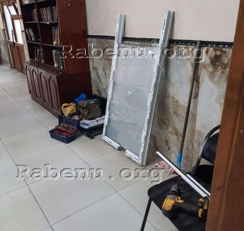 תיקון דלת היכל עזרת הנשים בציון רבי נחמן מברסלב