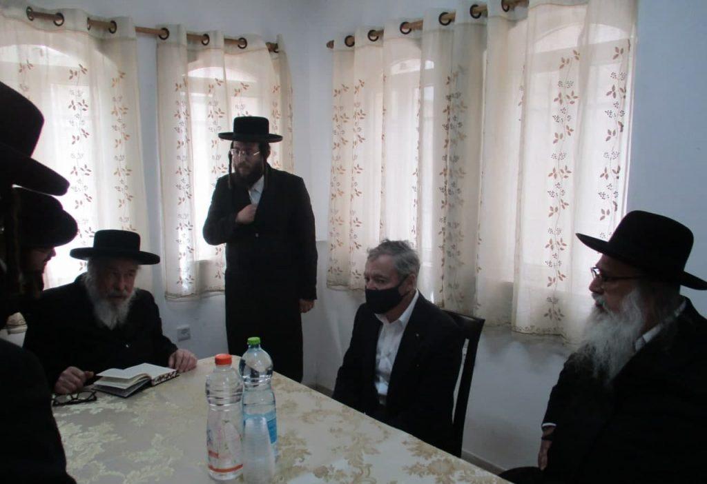 עם השגריר אצל הרב משה קרמר