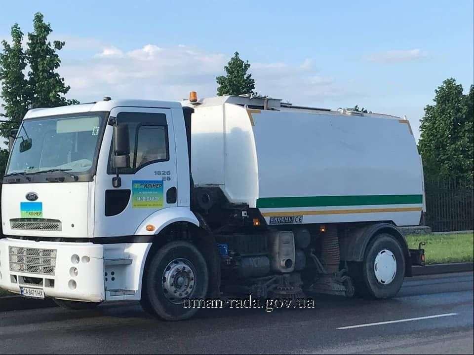 משאית הניקוי שנרכשה במיוחד עבור שיפור הניקיון ברחובות העיר אומן (2)