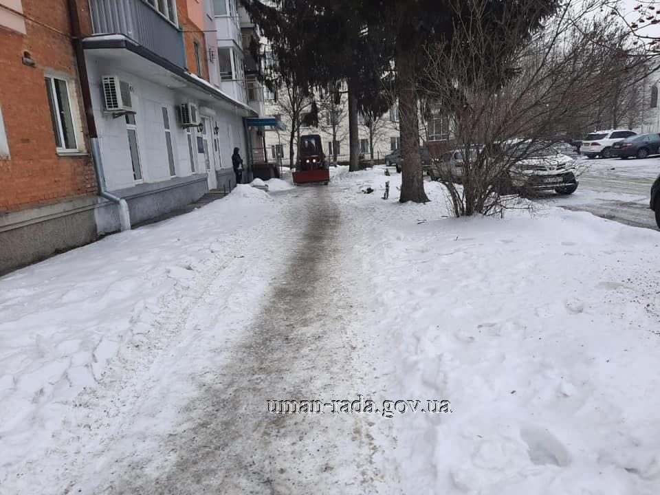 עבודות פינוי השלג בעיר אומן