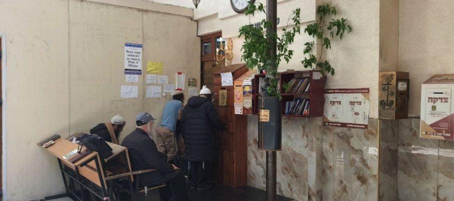 תיעוד ההכנות לחג השבועות בציון רבי נחמן מברסלב באומן